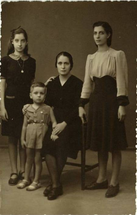 Grigoria Katsouli Chlentzos with children Viola, Anna and Kostaki