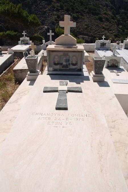 Emmanuel Gonidis Kapsali Gravestone died 24th June 1976