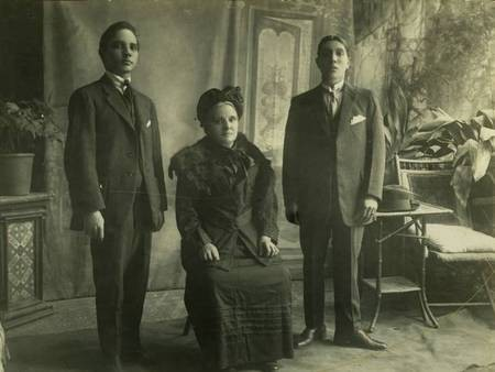 Spirithoula Argyri Alfieris (1855-1927) with sons Emmanuel on the left and  Vrettos on the right.