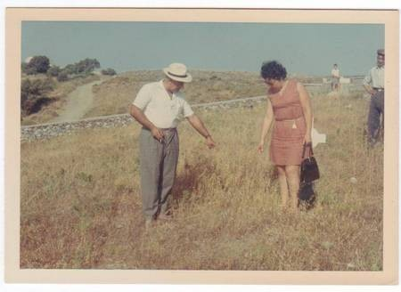 Martina and Con Mavromatis pointing to gravesite