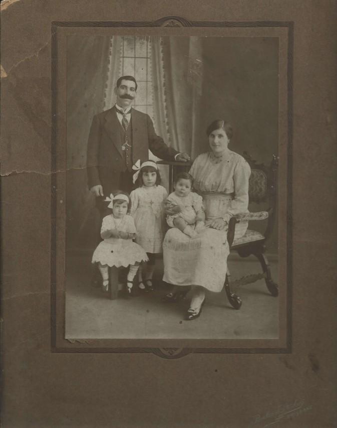 Giorgos K Frilligou (Frilingos) family, taken in Brisbane 1920