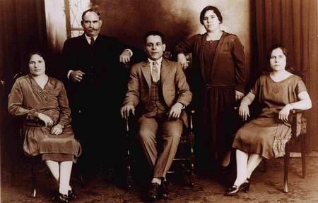 Maria Simos-Levounis. My Story. - Dimitrios Nicolassos with 4 children