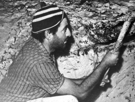 Archie Kalokerinos digging out opals.