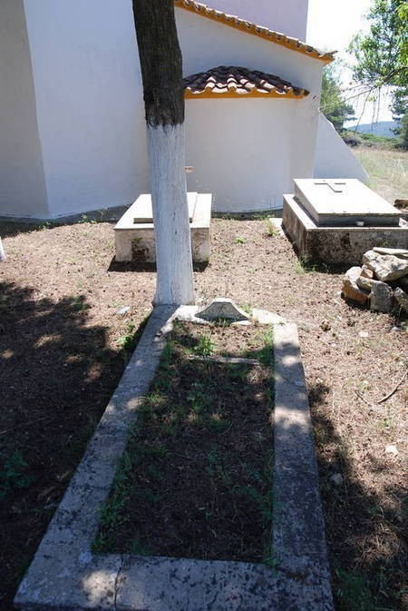 Unknown tomb 4, Agios Theothoros Cemetery