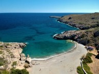 fourni beach