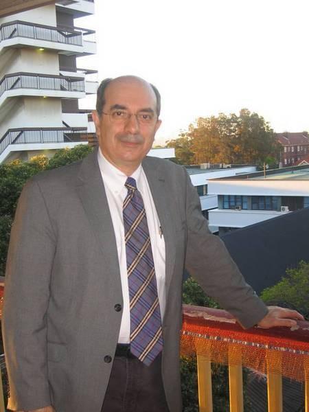 Professor Minas Coroneo - coroneo 014