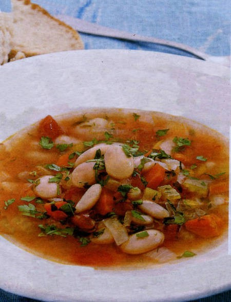 White bean soup with parsley