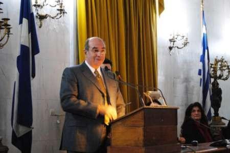 Professor Minas Coroneo receives the award for Kythera - MTC Ionian award