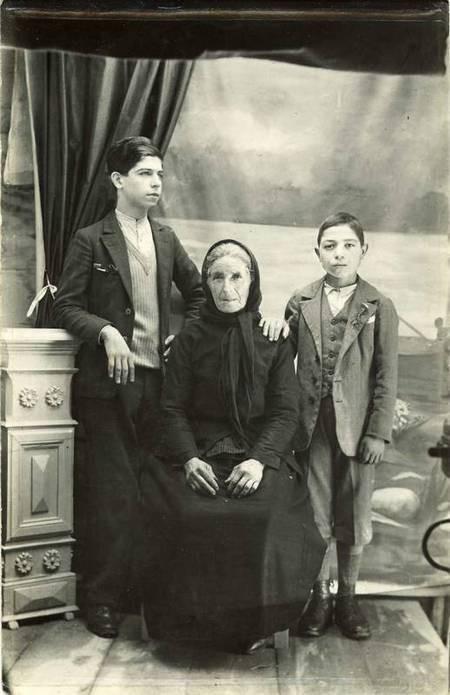Kirani Chlentzos Katsoulis with grandchildren Manolis & Giorgos Sophios